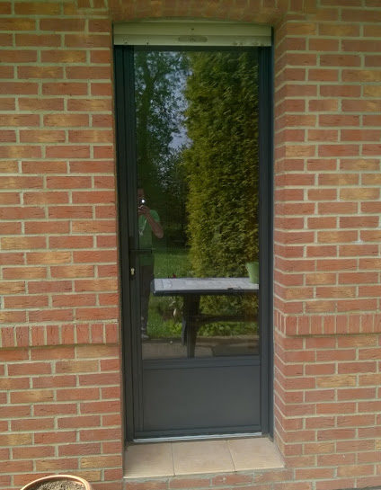 Porte de service vitr e en aluminium de chez kline ral for Porte de service pvc vitree